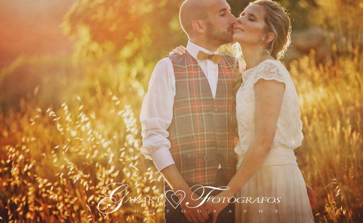 Fotografías de novios en el campo, reportaje de boda, fotos de novios, masía les casotes, galart fotografos (17)