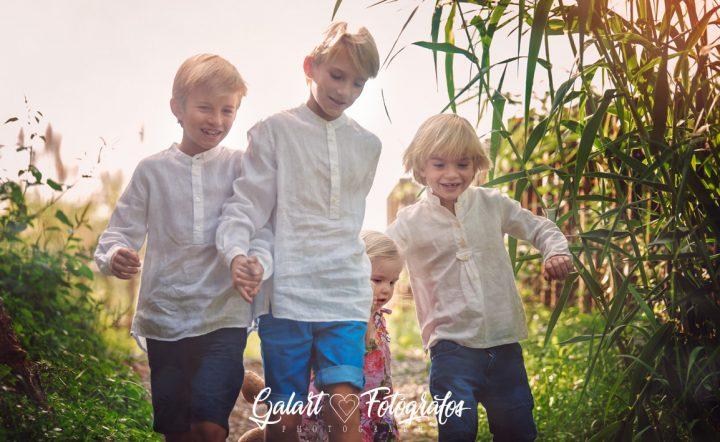 Fotografía de familia. Galart fotógrafos. Fotos en el campo. Reportajes con encanto.